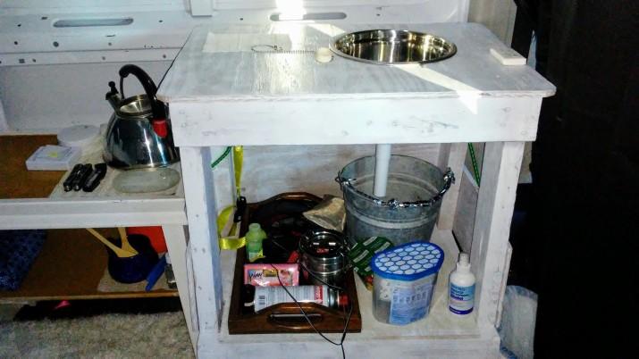 Van Kitchen 1
